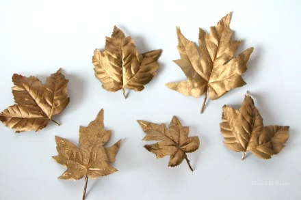 DIY Gilded leaf place cards for Thanksgiving table - diy table decor